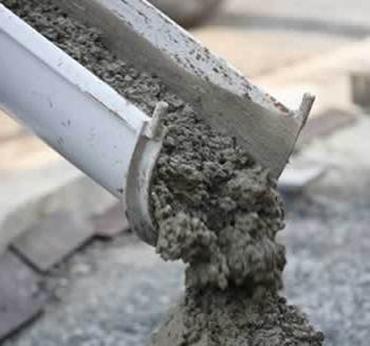 Restos de concreto e lavagem de caminhão betoneira